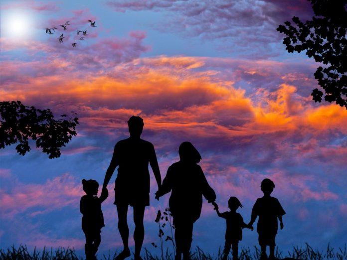 Bezpieczne wakacje z dzieckiem- poradnik
