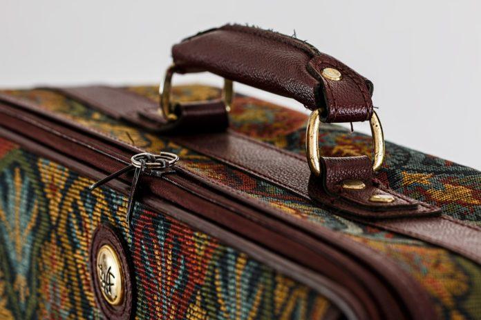 10 rewelacyjnych sposobów na spakowanie wakacyjnej walizki